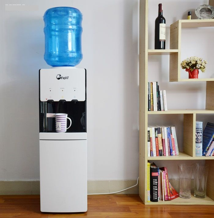 Cây nước nóng lạnh FujiE WDBD20E sử dụng bình nước từ 18 - 20 lít.